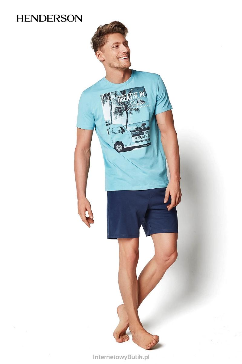 ad0c33f124bb3b Produkt wykonany w 100% z bawełny (koszulka i spodenki). Atrakcyjna wersja  kolorystyczna - koszulka w kolorze morskim, spodenki w kolorze granatowym.