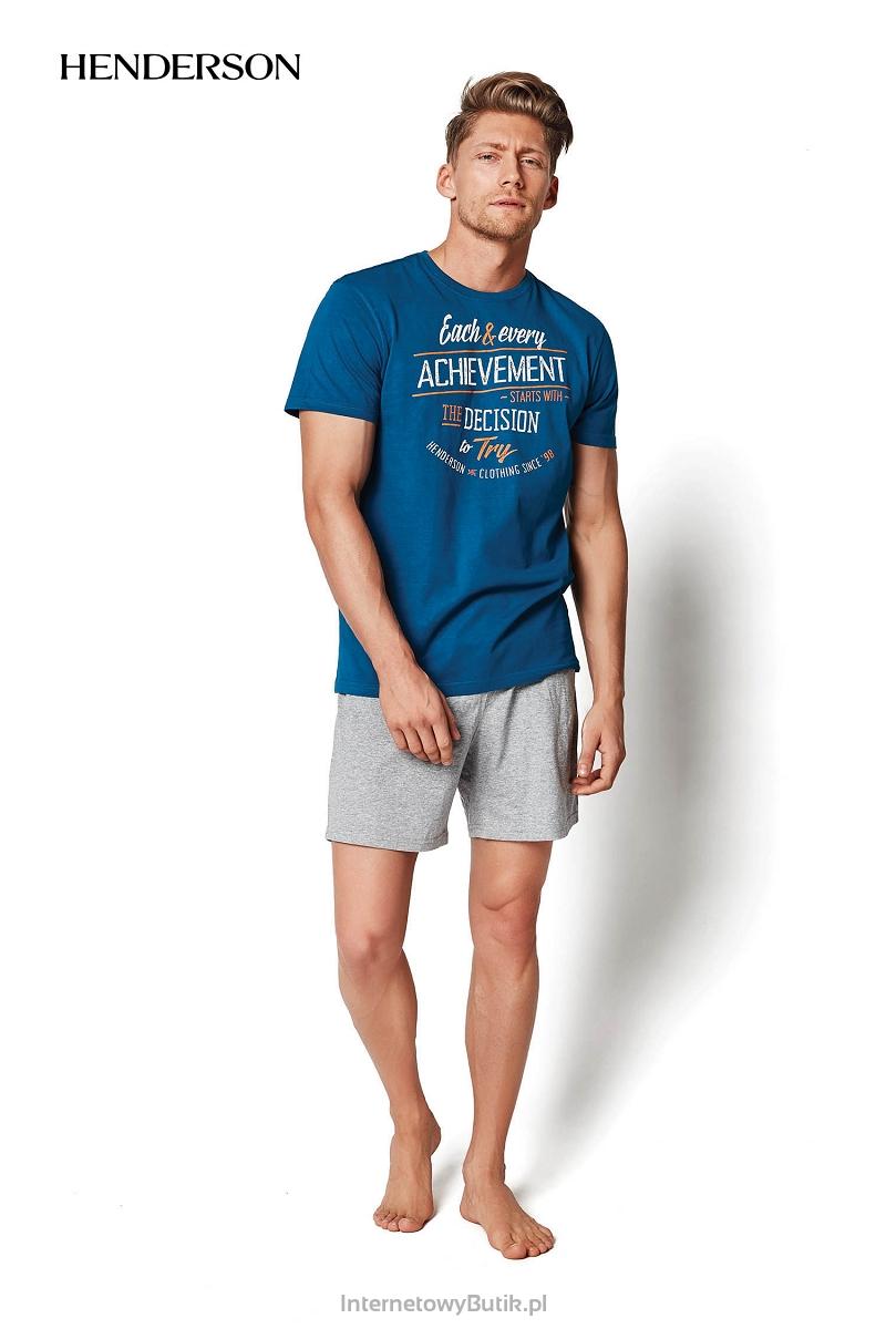 87a53989efcfb7 Wysokiej jakości dwuczęściowa męska piżama marki Henderson. Produkt  wykonany w 100% z bawełny (koszulka) oraz z bawełny z domieszką poliestru  (spodenki).